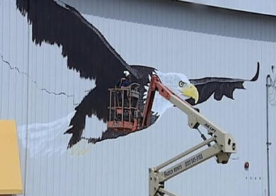 SUSAN PAINTING THE LARGEST HAND-PAINTED AMERICAN BALD EAGLE IN THE WORLD